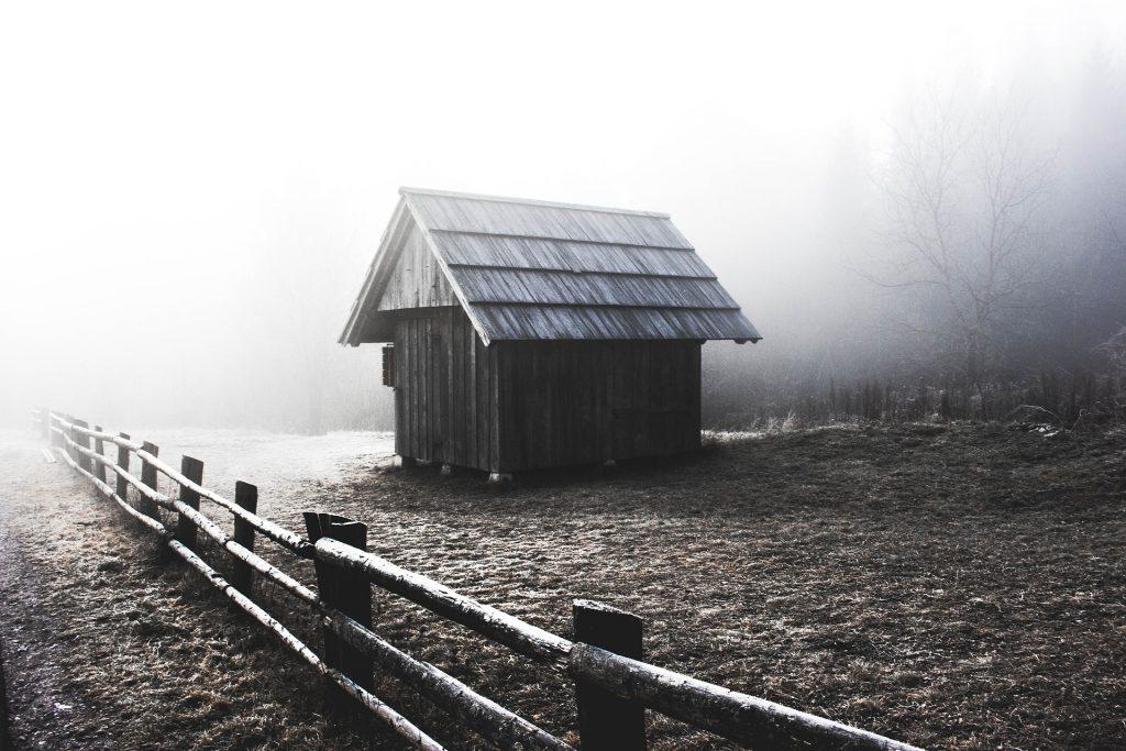 Wood Shed | Image via Pixabay